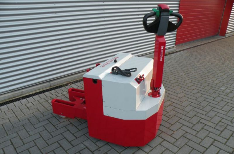 Electric towing vehicle, manual lift truck